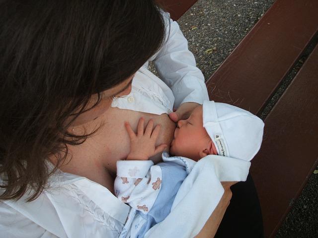 Allattamento materno: benefici per bimbo e mamma